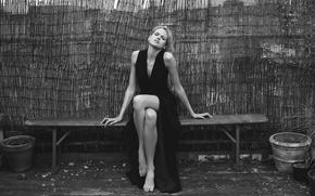 Картинка ноги, платье, блондинка, черно белая, Gabriella Wilde