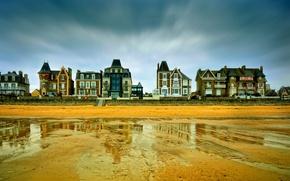 Картинка пляж, дома, буря, серые облака