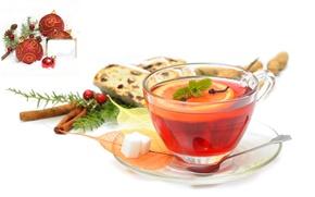 Обои кружка, лимон, чай, шишки, напиток, ёлочные украшения, сахар, ягоды, блюдце, гвоздика, корица