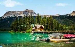 Обои домики, мост, горы, деревья, лодки, озеро, причал, скалы, Канада, лес, Yoho National Park