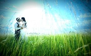 Картинка зелень, небо, трава, девушка, солнце, любовь, природа, фон, настроения, женщина, чувства, поцелуй, платье, объятия, пара, …