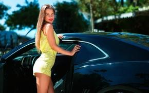 Картинка авто, девушка, шорты, УЛЫБКА, НОЖКИ, Joan Le Jan