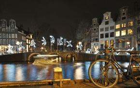 Картинка ночь, мост, велосипед, огни, река, дома, Амстердам, Нидерланды