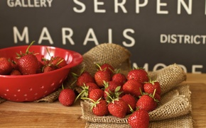 Обои ягоды, клубника, дуршлаг