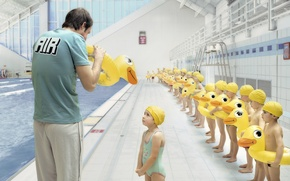 Обои дети, бассейн, утка, тренер