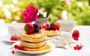 Картинка цветок, кофе, еда, черника, клубника, блины, flower, смородина, food, coffee, блинчики, pancakes, blueberries, strawberries, currants