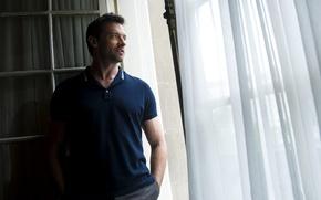 Обои у окна, актёры, Hugh Jackman, росомаха, рубашка