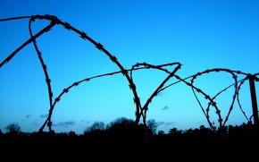 Картинка небо, забор, решетка