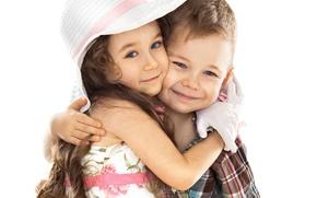 Картинка дети, настроение, мальчик, объятия, дружба, девочка, шляпка, улыбки