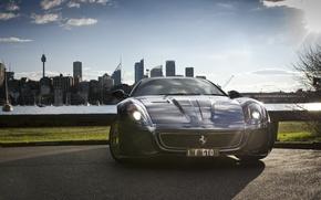 Картинка море, city, город, здания, дома, черная, перед, Ferrari, стоит, феррари, диски, black, 599, GTO, гто, …