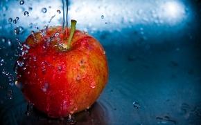 Обои яблоко, вода, полёт, капли