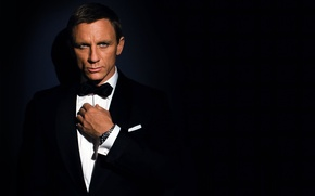 Обои темный фон, часы, костюм, актер, мужчина, агент 007, daniel craig, james bond