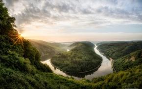 Обои солнце, лучи, деревья, туман, река, весна, утро, Германия, каньон, Май, Saarschleife, Саар