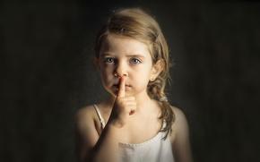 Картинка портрет, девочка, знак тишины