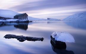 Картинка лед, небо, вода, снег, озеро, гладь, льдины, домик, сиреневое, Фарерские острова, Фареры