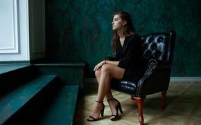 Картинка девушка, задумчивость, лицо, волосы, кресло, сидит, милашка