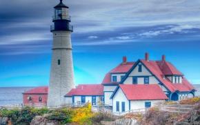 Обои крыша, море, осень, небо, дом, скалы, маяк, hdr