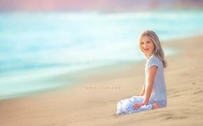 Обои море, пляж, взгляд, девочка