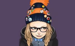 Картинка улыбка, очки, куртка, капюшон, девочка, серый фон, шапочка, значки, вязаная, помпон