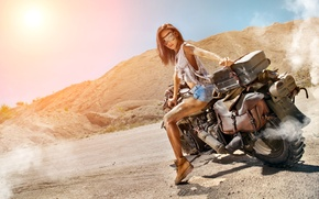 Картинка дорога, девушка, солнце, дым, шорты, ботинки, майка, фигура, очки, прическа, мотоцикл, байкер, шатенка, байк, грязная, …
