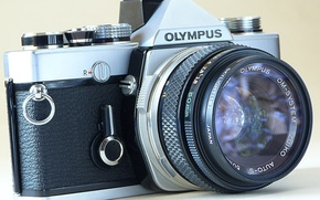 Картинка фотоаппарат, зеркальный, пленочный, диапазон выдержек: В, 1 - 1/1000, с многослойным просветлением, яркий видоискатель, предподъем ...