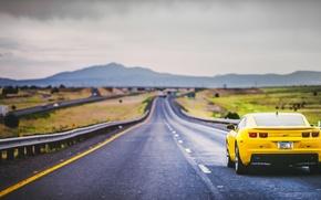 Картинка дорога, горы, сзади, Camaro, серые облака