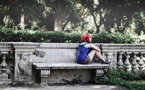 Обои девушка, улица, скамья