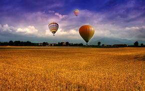 Картинка небо, облака, горы, воздушные шары, Поле, домики, поселок