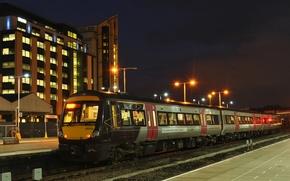 Картинка огни, станция, вечер, перрон, железная дорога, пассажирский поезд
