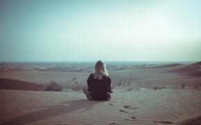 Картинка небо, девушка, солнце, пустыня, волосы, спина, тень, медитация