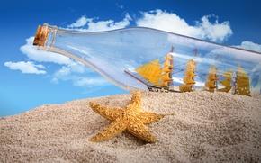Картинка песок, небо, облака, креатив, корабль, бутылка, пробка, паруса, морская звезда