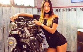 Обои модель, красотка, лицо, взгляд, волосы, фигура, мотор
