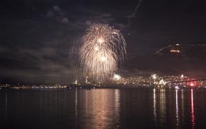 Картинка ночь, река, новый год, гора, салют, огоньки, 2013