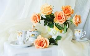 Картинка цветок, цветы, стол, розы, букет, шелк, чайник, чашки, нежные, натюрморт, бутоны, красивые, скатерть, шёлк