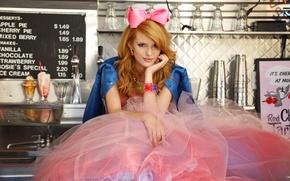 Картинка девушка, поза, юбка, актриса, рыжая, бант, сидит, челка, Bella Thorne, Белла Торн