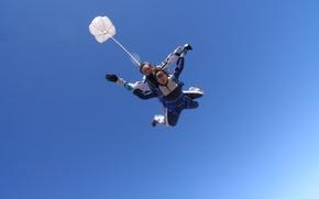 Картинка небо, голубые, очки, парашют, контейнер, парашютисты, tandem, экстремальный спорт, парашютизм, pilote chute