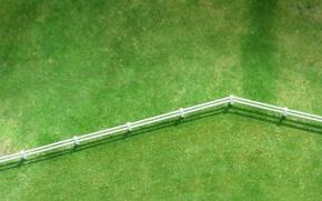 Обои зелень, газон, забор