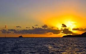 Картинка лучи, яхта, горы, природа, море, небо, горизонт, облака, закат