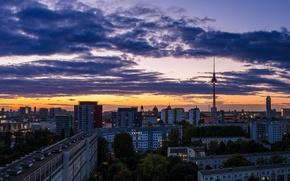 Картинка небо, облака, закат, оранжевый, город, здания, дома, вечер, Германия, панорама, Germany, телебашня, столица, Deutschland, Берлин, …