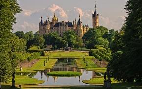 Картинка цветы, парк, природа, сад, день, деревья, Германия, архитектура, замок, Шверин, небо, облака