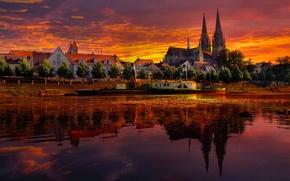 Картинка небо, облака, пейзаж, закат, отражение, река, лодка, корабль, дома, собор, германия, regensburg