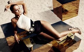 Картинка песок, девушка, прическа, туфли, Carolyn Murphy