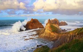 Картинка море, волны, небо, брызги, шторм, скалы, берег