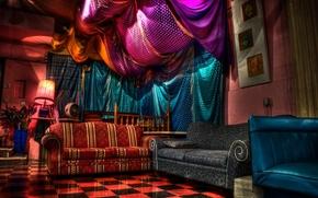 Картинка свет, цветы, уют, диван, плитка, лампа, интерьер, картины, шторы