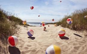 Картинка песок, пляж, трава, мячи, парень, в песке