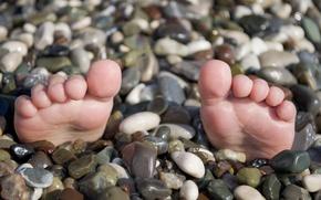 Обои море, прикол, ноги.галька, лето, ситуации, пляж