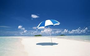 Обои песок, море, облака, берег, зонт