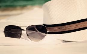 Картинка песок, море, пляж, лето, отдых, шляпа, очки, summer, beach, sun, glasses, vacation, accessories