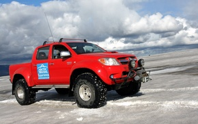 Картинка небо, облака, снег, красный, джип, внедорожник, Arctic Trucks Toyota Hilux