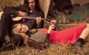 Картинка настроение, модель, гитара, музыкант, Caroline Trentini, Hozier